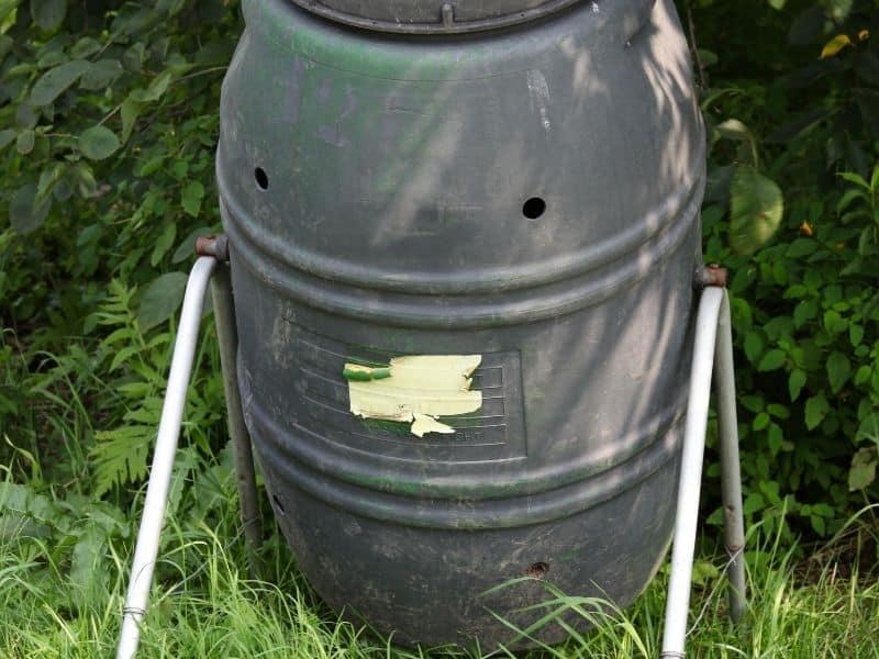 photo of a tumbler compost bin